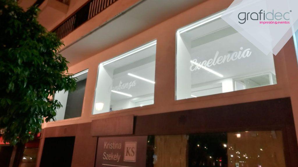 Diseno-produccion-grafica-y-montaje-de-elementos-para-inauguración-oficinas-AMA-en-Sevilla-2